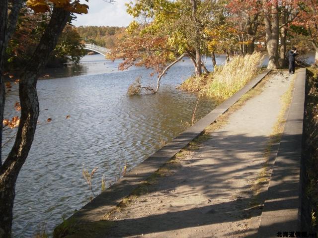 本当に湖の上を歩いているという印象。