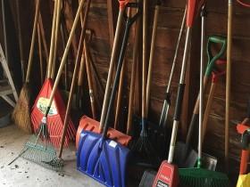 shovels-1088801_640